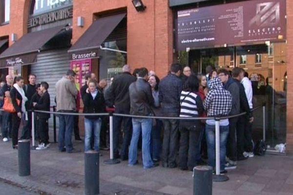 Plusieurs centaines de personnes ont attendu l'ouverture des guichets à Toulouse