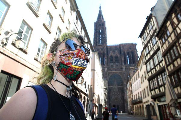 Le port du masque reste obligatoire dans une grande partie de la ville.