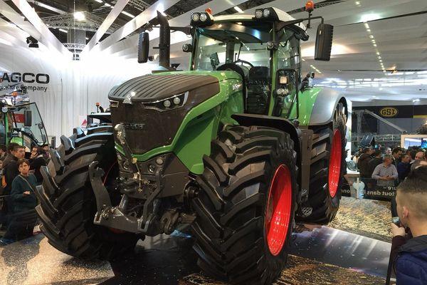 Le nouveau Fendt 1050, un tracteur XXL résolument tourné vers le futur, intègre une multitude d'innovations technologiques.