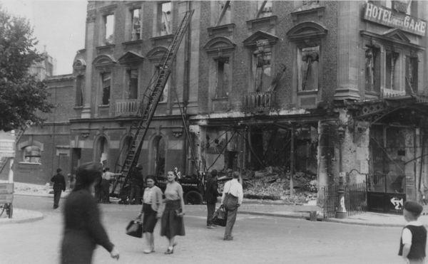 L'Hôtel de la Gare détruit lors du raid allemand du 19 mai 1940.