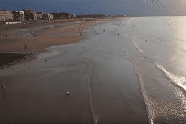 En drone, l'été est une longue pente douce vers le bonheur sans tâche à Cabourg.