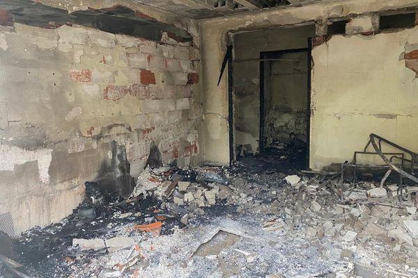 L'incendie et l'explosion ont ravagé l'appartement.