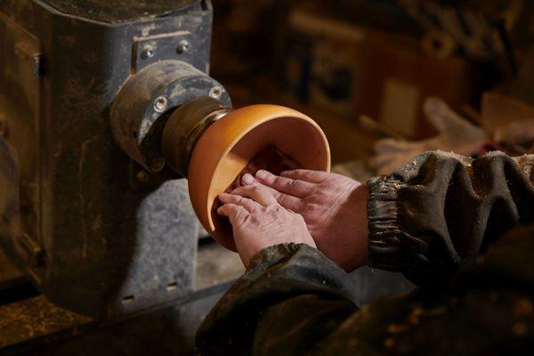 Des ustensiles et de la vaisselle en bois de ce genre ont été commandés par la production du 5ème opus d'Astérix