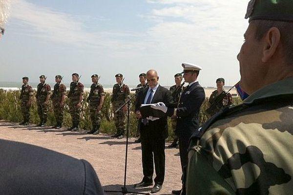Kader Arif, ministre des anciens combattants, annonce aux élus le choix de Ouistreham pour le 70ème anniversaire du Débarquement (photo prise le 6 juin 2013)