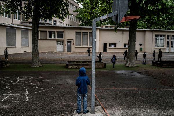Par mesure de sécurité, le collège Nazareth sera également fermé la semaine prochaine pour permettre la désinfection de l'ensemble de l'établissement.