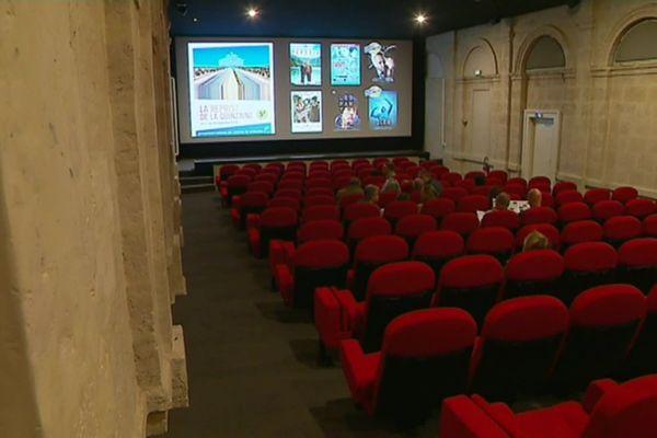L'unique salle du cinéma Etoile à Mortagne-au-Perche est un petit bijou installé dans l'ancienne halle aux grains de la ville.