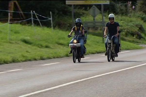 Clément et Paul : 2038 km en Peugeot 103 pour aller du Jura en Ecosse