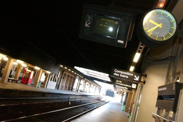A certaines heures de la journée, des quais de gare encore déserts, comme ici à Rouen.