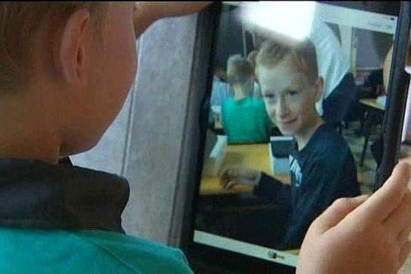 Les élèves, au bout de quelques minutes, avaient pris en main leur nouvelle tablette numérique. Tinchebray, 3 septembre 2014