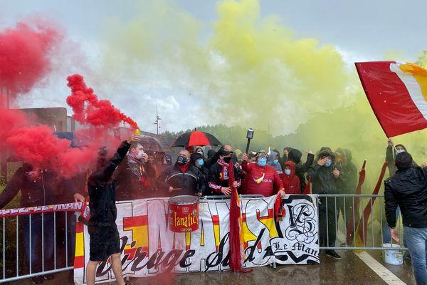 Le déluge n'arrête pas la passion. Les supporters manceaux ont donné de la voix avant le dernier match de la saison.