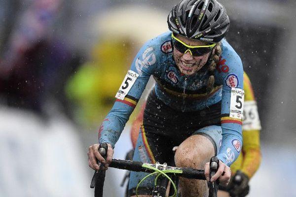 Le vélo de la Belge Femke Van den Driessche comportait... un moteur.