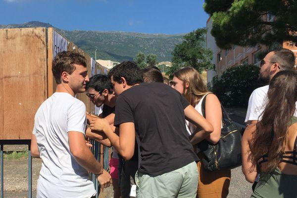 Les candidats de l'académie de Corse découvrent leurs résultats au Bac 2018 dans un lycée à Bastia