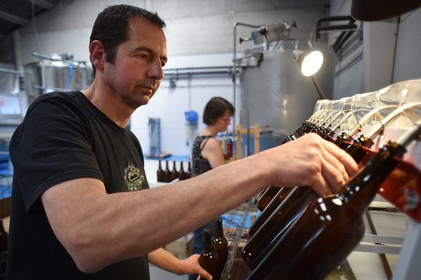 La Brasserie du Stéph est une brasserie artisanale installée à Rosult depuis novembre 2013. Stéphane Vansteene (le fondateur, un ancien de PSA) et son épouse Isabelle produisent 33 à 35 000 litres de bière chaque année. (08/05/2018).