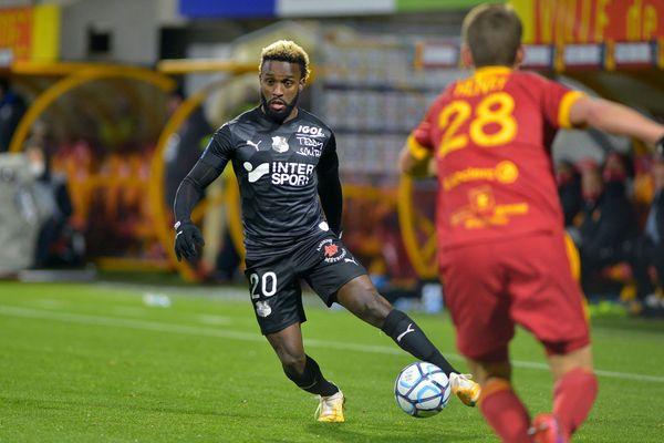 L'Amiens SC a réussi à s'imposer à Rodez lors de la 14e journée de Ligue 2 le 5 décembre 2020 grâce à un doublé de Mendoza