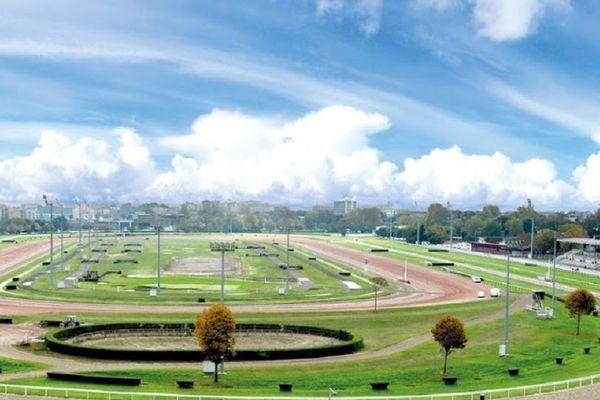Sur ses 34 hectares, l'hippodrome de la Cépière accueille près de 50 réunions et 380 courses hippiques par an.