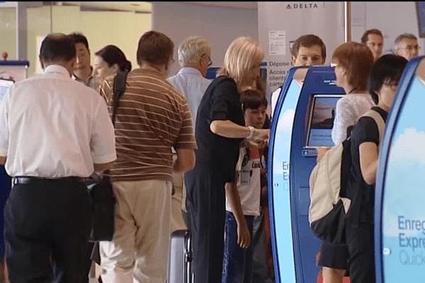 La chaîne Starbucks est implantée dans la galerie commerciale de l'aéroport depuis 2014.