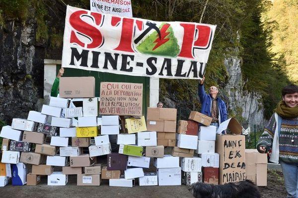Depuis 2017, des associations se mobilisent contre la réouverture de la Mine de Salau (Ariège) fermée depuis 1986.