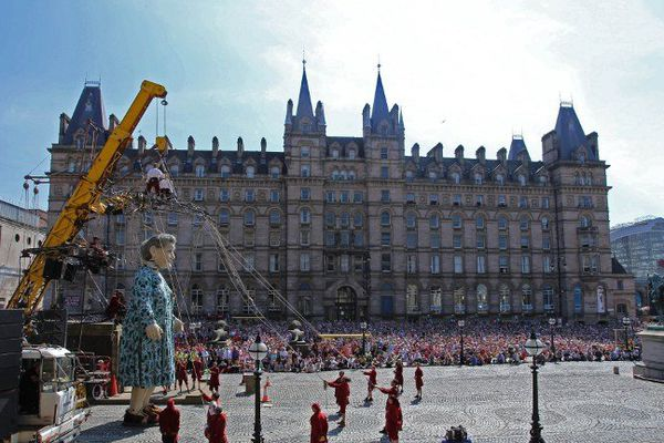 La grand-mère de Royal de luxe une star à Liverpool.