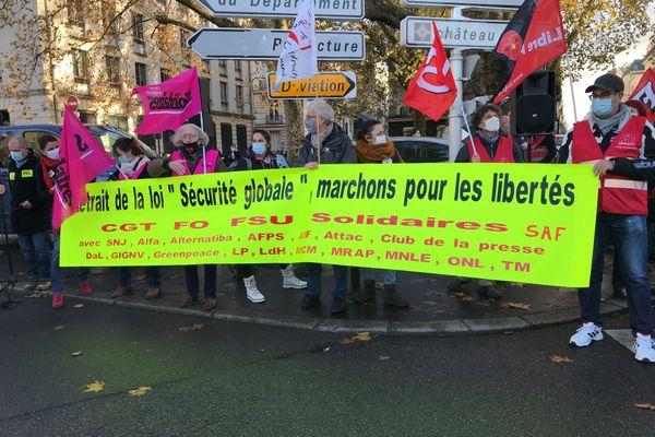 La marche des libertés à Nantes du samedi 5 décembre 2020 a démarré devant la préfecture de Loire-Atlantique
