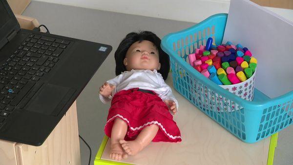 L'expression des plus petits est rarement verbale, une poupée peut parfois servir d'intermédiaire à sa parole