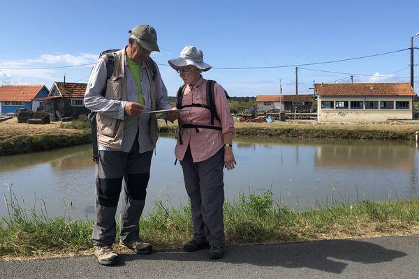 Début juin, à Oléron, Pierre et Marie-Claude repèrent une randonnée qu'ils vont accompagner avec leur groupe de randonnée de Migné-Auxances près de Poitiers. Ils emmèneront 16 participants avec eux à la découverte de l'île.