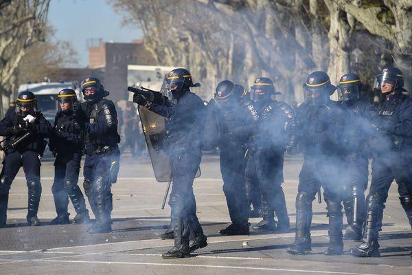 Les forces de l'ordre à Montpellier lors de la manifestation des gilets jaunes le 23 mars 2019.