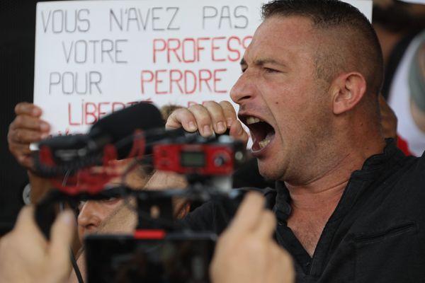 Olivier Rohaut, alias Oliv Oliv, manifeste chaque samedi contre le pass sanitaire.