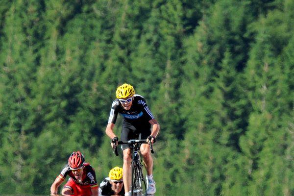 Christopher Froome remporte sa première étape au Tour de France à La Planche des Belles Filles, émergeant au sommet du col devant l'Australien Cadel Evans et son coéquipier et compatriote Bradley Wiggins, qui prend ce jour-là le maillot jaune.