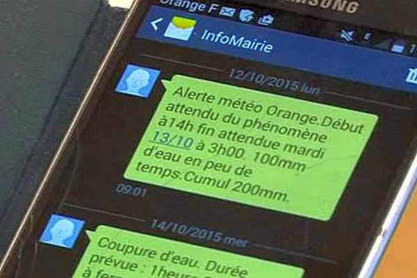 Robiac-Rochessadoule (Gard) - mairie et administrés sont connectés via le téléphone et les SMS - 2015