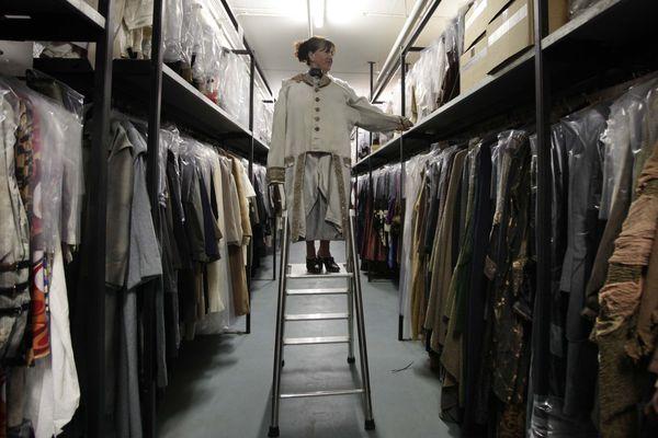 Les costumes des spectacles sont régulièrement mis en vente.