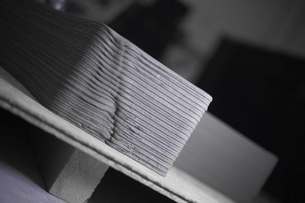 Les couches de Béton réalisées en 3 D se superposent. Deux heures suffisent pour façonner une pièce de deux mètres de haut.