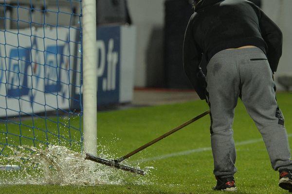 Illustration Football match interrompu pour cause de  pluie