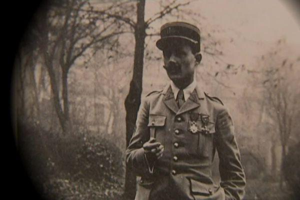 En 1915, Maurice Genevoix est gravement blessé lors d'une opération militaire près de la butte des Éparges.
