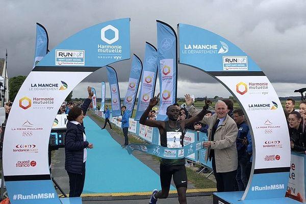 Moses M'Warur a remporté ce dimanche 26 mai la 22e édition du marathon du Mont-Saint-Michel en 2 h 17.