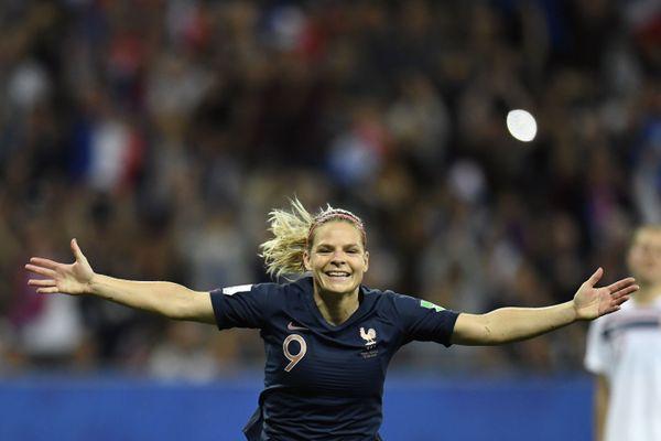 Eugénie Le Sommer devient la meilleure buteuse de l'histoire des Bleues — Football