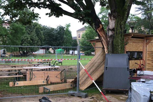 Des pluies intenses et des vents violents ont touché la ville de Chalon-sur-Saône dans la nuit du vendredi 23 au samedi 24 juillet.