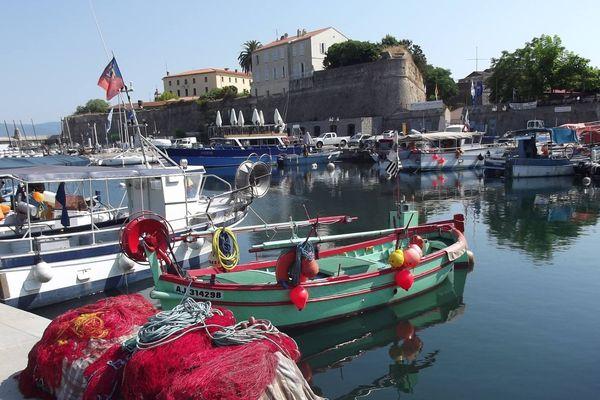 ILLUSTRATION - Le restaurant se trouve face au port Tino Rossi, au coeur d'Ajaccio