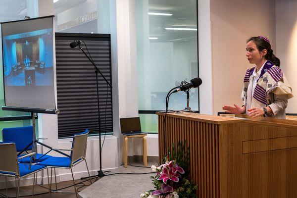 Après cinq ans d'études à Londres, Iris Ferreira a été ordonnée rabbin à Paris le 4 Juillet