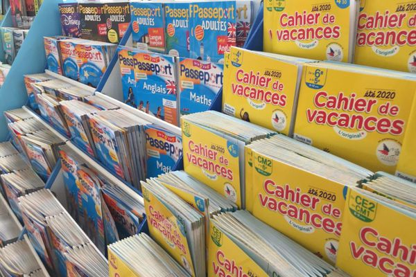 Des cahiers de vacances du CP à la Terminale sont disponibles gratuitement dans 11 centres commerciaux Auchan des Hauts-de-France