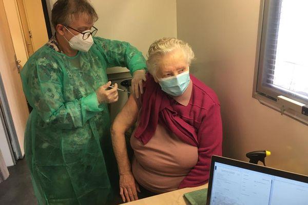 Selon l'agence régionale de santé, l'Allier devrait recevoir 3900 doses de vaccins dans la dernière semaine de janvier 2021.
