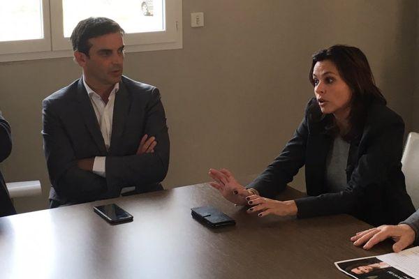 24/11/17 - Valérie Bozzi (droite), liste Voir plus grand, en campagne dans la Casinca et la Costa Verde.