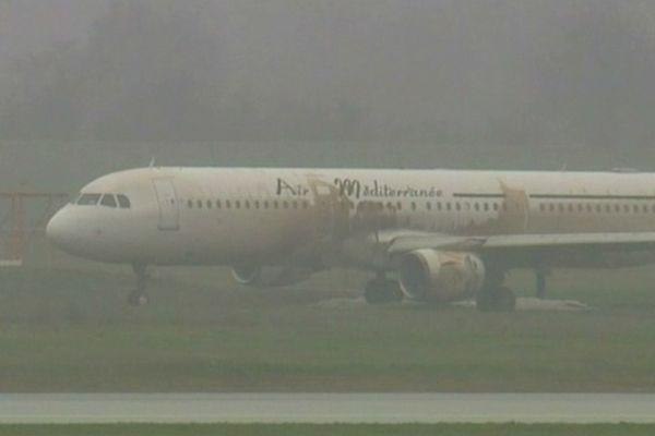 L'airbus A321 de la compagnie Air Méditerranée immobilisé à Lyon.