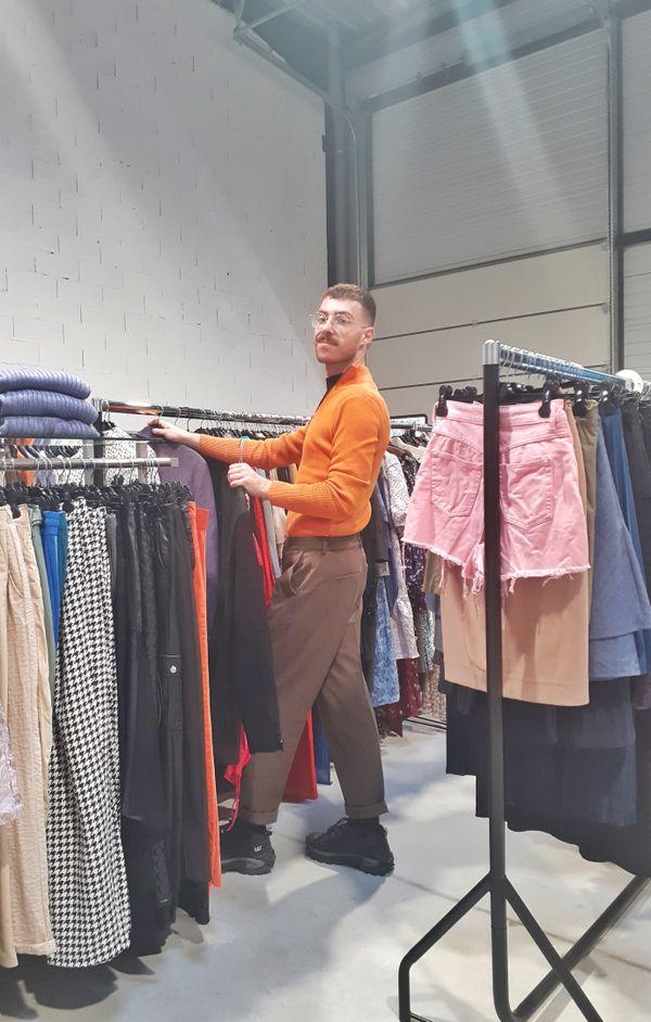 Alix Stemmelin est le styliste et superviseur de l'antenne française de l'entreprise