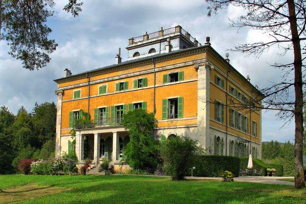 Le Château de Syam appelé la Villa Palladienne se situe à Syam près de Champagnole Jura.