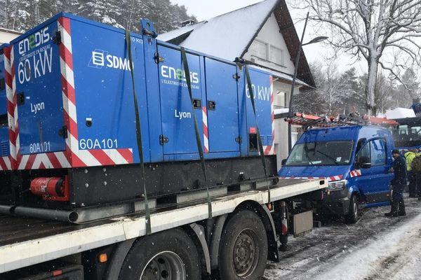 Au lieu-dit Coudert Grand, sur la commune de Chambon-sur-Lac (Puy-de-Dôme), des groupes électrogènes étaient livrés dans la matinée.