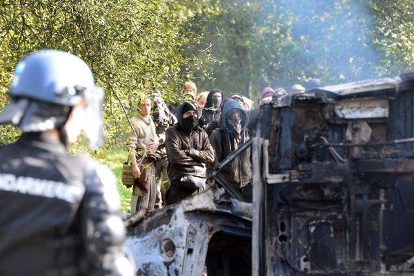 Un quarantaine de manifestants s'oppose aux forces de l'ordre en début d'après midi à Notre-Dame-des-Landes