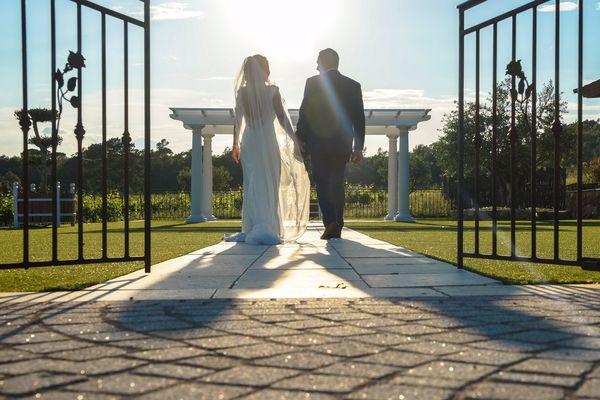 Se dire oui... Oui, mais quand ? De nombreux mariages sont pour l'instant reportés, Covid-19 oblige.