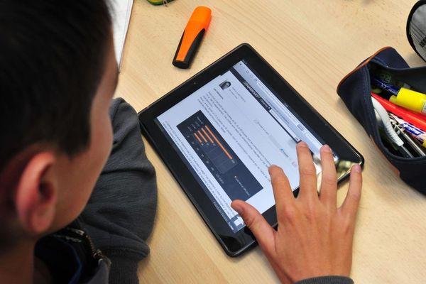 Les outils numériques sont de plus en plus utilisés au collège et au lycée. Photo d'illustration.