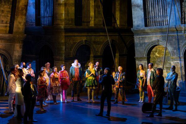 L'équipe sur la scène de l'Opéra Grand Avignon lors du tournage de Don Giovanni [le film].