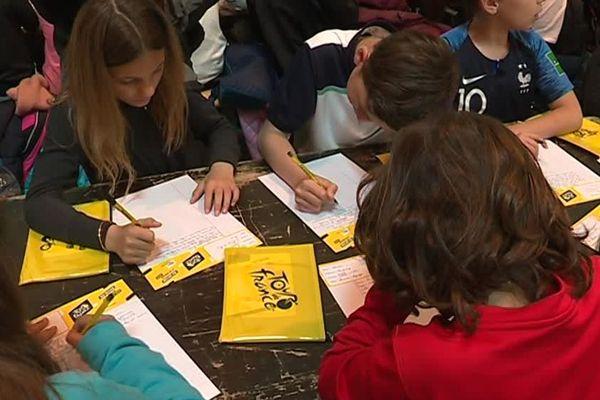 700 élèves nîmois ont participé à la dictée du Tour de France, quelques semaines avant le passage des cyclistes dans la ville.